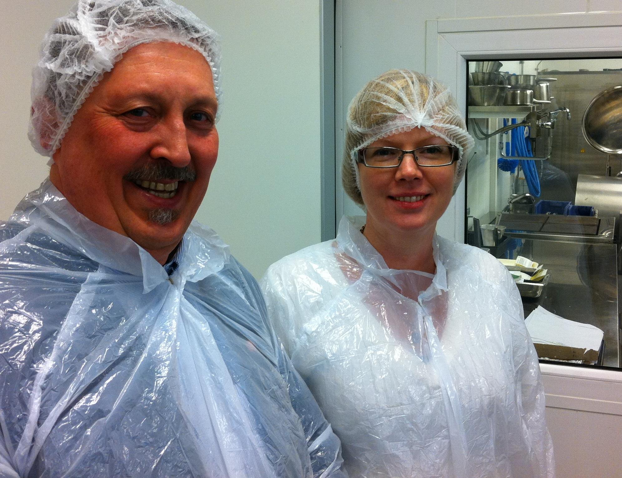 Tillsammans med Michael Signäs, chef på Medirest, i funktionell, men inte särskilt vacker, utstyrsel.