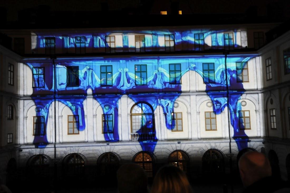 Blått slajm rinner ner över Stadsmuseet.