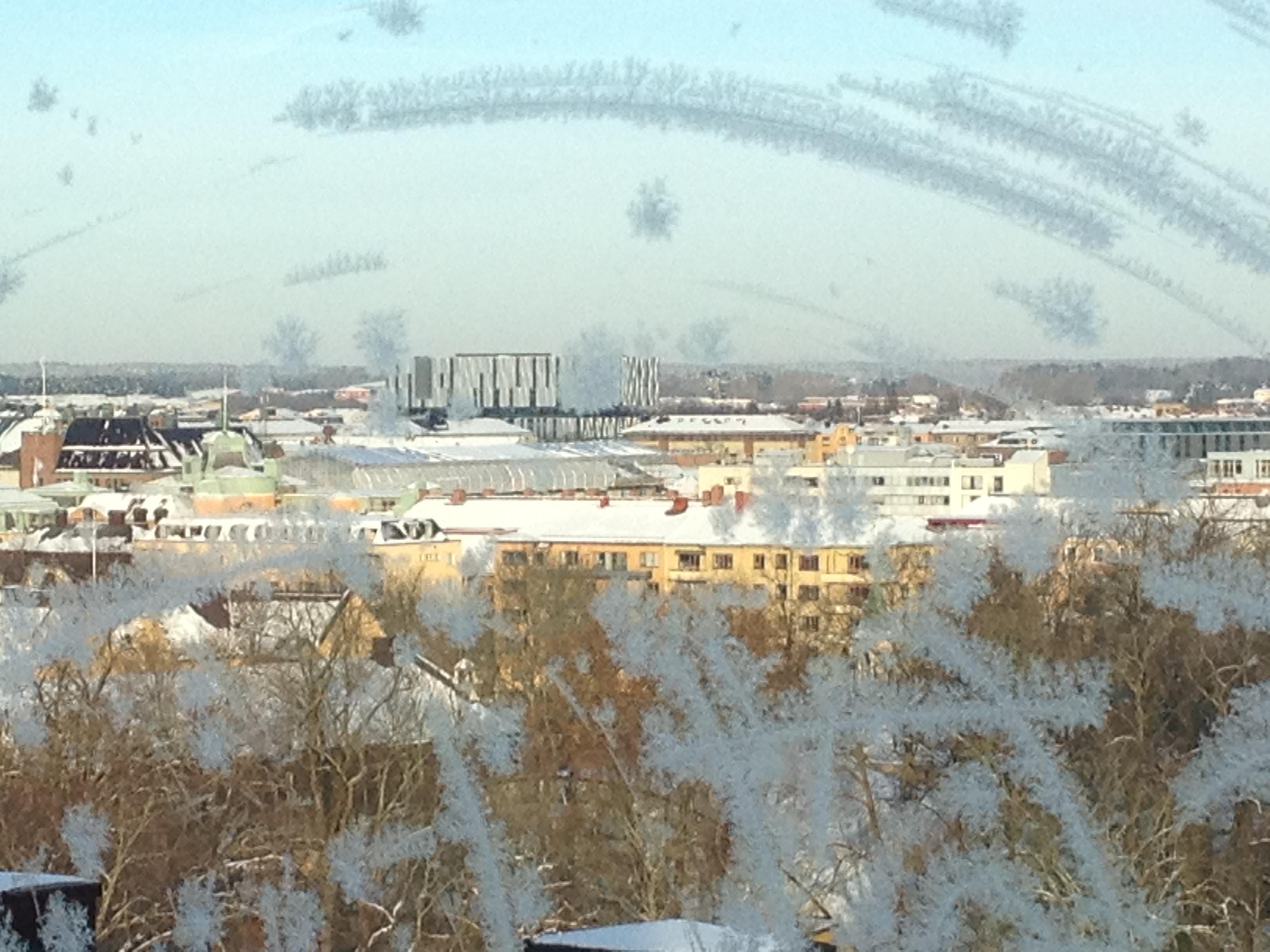 Vacker utsikt över Uppsala från ett patientrum. I fonden anas mitt favoställe i Uppsala - fina Uppsala Konsert & Kongress.