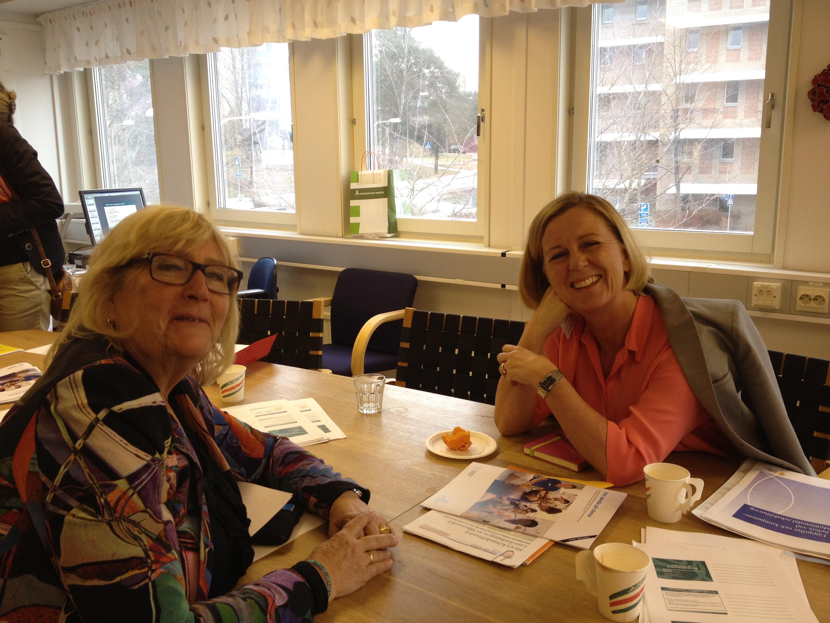 Jämställdhetsminister Maria Arnholm och jämställdhetsstrategen Karin Schenck-Gustafsson pratar jämställdhetsarbete i vården.