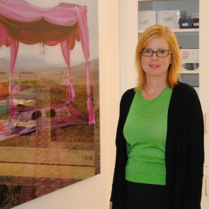 Här står jag vid ett av Lina Jaros konstverk.