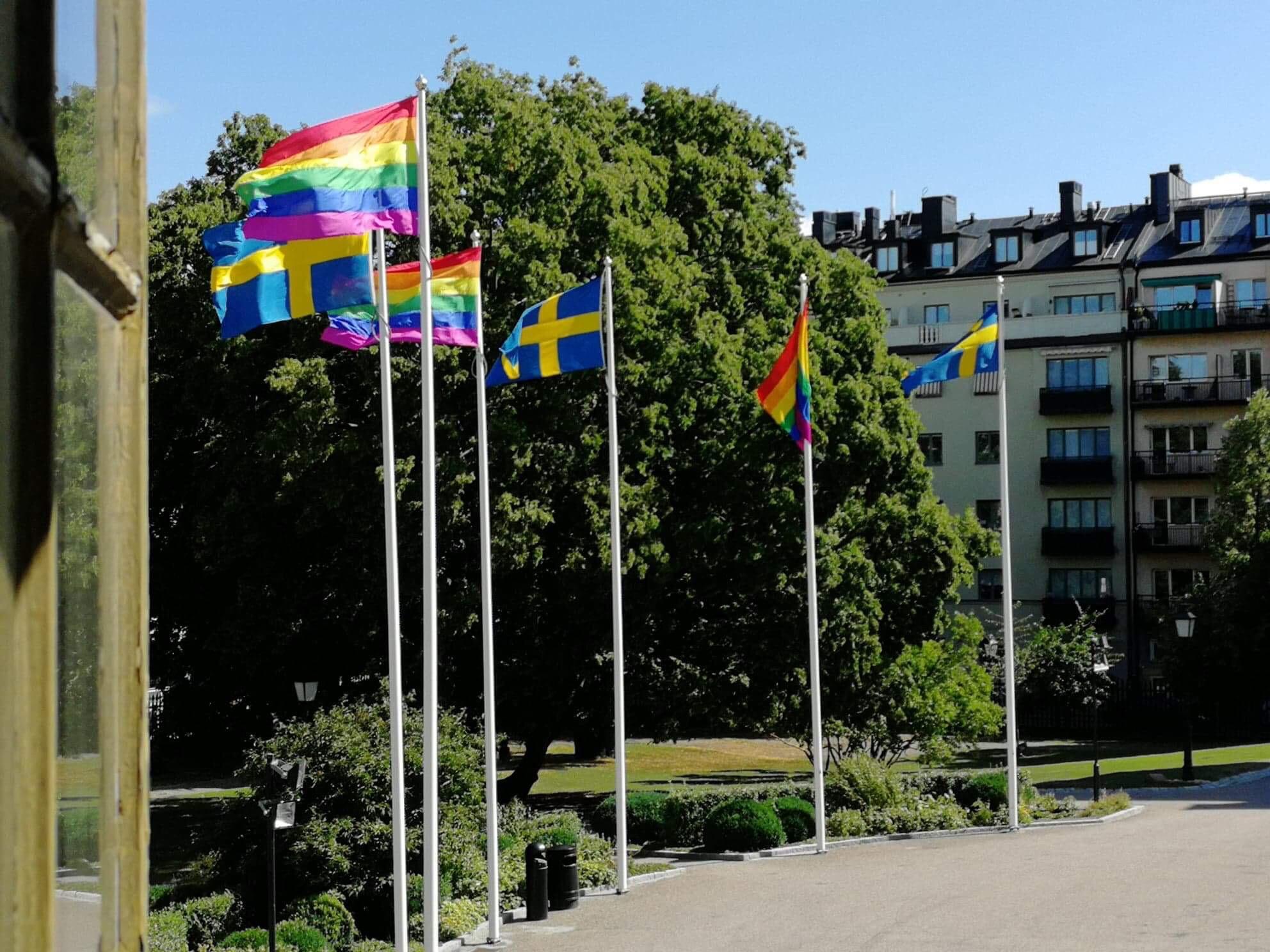 Sjukhus regnbågsflaggar – viktig symbol för allas lika värde